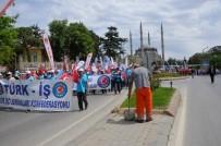 TEMİZLİK İŞÇİSİ - 1 Mayıs'ı Süpürgesiyle  Karşıladı