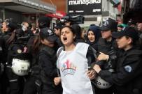 POLİS MÜDAHALE - Beşiktaş Çarşı Meydanı'nda toplanan gruba müdahale