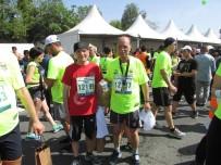 SAHİL YOLU - Çerkezköy'ün İhtiyar Delikanlıları İstanbul Yarı Maratonuna Katıldı