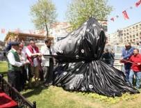 KARTAL BELEDİYESİ - CHP'li Kartal Belediyesi eşek heykeli açtı
