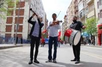 UTKU ÇAKIRÖZER - Davul Zurnayla 1 Mayısı Kutladılar