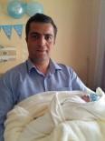İHA Muhabirinin Bebek Sevinci