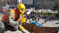 MAHMUT ARSLAN - İnşaat İşçileri 1 Mayıs'ta Da Görevlerinin Başında