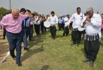 DEVRAN KUTLUGÜN - Mersin'de Belediye İşçileri 1 Mayıs'ı Piknik Havasında Kutladı
