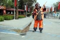 TEMİZLİK İŞÇİSİ - Temizlik İşçisi Aynur Aykut Açıklaması 'Halimden Memnunum'