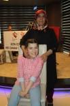 MAHMUT ÖZDEMIR - 22 Yıldır Engelli Kızına Fedakarca Bakan Anneye Yılın Annesi Ödülü