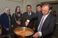 AHŞAP OYMACILIĞI - Başkan Vekili Akgül Kilim Dokuyup Yemek Pişirdi