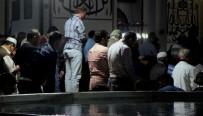 KANDIL - Berat Kandili'nde Tarihi Ulu Cami Doldu Taştı