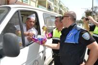 SAĞ VE SOL - Bozyazı'da Trafik Polislerinden Sürücü Ve Yayalara Çikolata İkramı