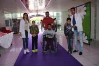 ENGELLİ ÇOCUK - Engelliler Şarkılar Eşliğinde Halay Çekti