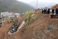 DAMPERLİ KAMYON - Gümüşhane'de Damperini Kaldıran Kamyon Devrildi Açıklaması 1 Yaralı