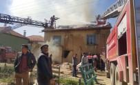 SADETTİN BİLGİÇ - Isparta'da Ev Yangını