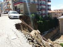 Kırıkkale'de Yol Çöktü, Araç Askıda Kaldı