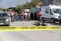 KİMLİK TESPİTİ - Motosikletli Gençler Otobüsün Altına Girdi Açıklaması 2 Ölü