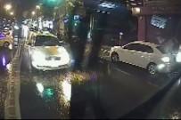 TAKSİ ŞOFÖRÜ - Karşı Şeritten Fırlayan Ticari Taksi Özel Halk Otobüsüne Çarptı