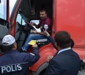 Polis Sürücülere Leblebi Dağıttı