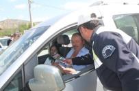 DENIZ PIŞKIN - Tosya'da Beraat Kandili'nde Sürücülere Gül Dağıtıldı