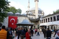 EYÜP SULTAN - Berat Kandili'nde Eyüp'te Eller Semaya Açıldı