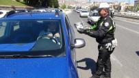 HÜRRİYET MAHALLESİ - Polisten Hediyeli Trafik Uygulaması