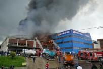 Trabzon'da Mobilya Fabrikasındaki Yangın 8,5 Saatin Sonunda Kontrol Altına Alındı