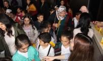 ÇOCUK TİYATROSU - Kars Belediyesi Çocukları Tiyatroyla Buluşturdu