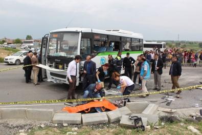 Minibüs ile kamyon çarpıştı: 2 ölü 17 yaralı