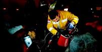 Otomobil TIR'ın Altına Girdi  Açıklaması 1 Ölü, 3 Yaralı