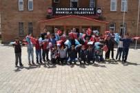 BÜLENT TEKBıYıKOĞLU - Ovakışla Belediyesinden Öğrencilere Eşofman Ve Forma Desteği