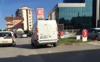 İLKOKUL ÖĞRETMENİ - Samsun'da Minibüsün Çarptığı Öğretmen Ağır Yaralandı