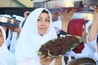 20 DAKİKA - Şanlıurfa'da 400 Kadın Çiğ Köfte Yoğurarak Rekor Kırdı