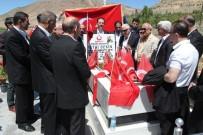 Şehit Polis Fethi Sekin'in Kabrini Boks Komitesi Ziyaret Etti
