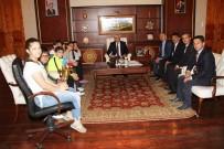 KAFKAS ÜNİVERSİTESİ - Vali Rahmi Doğan, Satranç Şampiyonlarını Makamında Kabul Etti