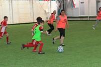 FUTBOL MAÇI - Anneler Çocuklarıyla Futbolda Şiddete Karşı Oynadılar