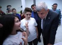 SARAYBAHÇE - Başkan Karaosmanoğlu, 'Bilim Yolunda Öğrencilerimizin Destekçisiyiz'