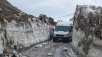 KAR KALINLIĞI - Bitlis'te Kar Kalınlığı 4 Metreyi Buluyor