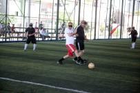 RAMAZAN AKYÜREK - Görme Engelliler Futbol, Sağlıklılar Körebe Oynadı