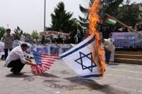 ADAPAZARı KÜLTÜR MERKEZI - İsrail'i Protesto Edip Bayrak Yaktılar