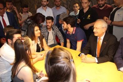 Kafedeki gençler Kılıçdaroğlu'nu takmadı