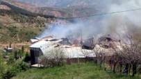 DIKILITAŞ - Köyde Çıkan Yangında 3 Ev Küle Döndü
