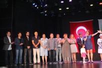 KUZEY KIBRIS - Küçük Sakar Cadı, 'En İyi Çocuk Oyunu' Ödülünü Aldı