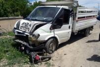 Motosiklet Kamyonetin Altında Kaldı Açıklaması 2 Yaralı