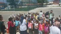 ENERJİ TASARRUFU - Öğrenciler Köy Meydanında Çöp Topladı