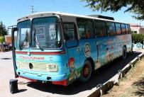GEZİCİ KÜTÜPHANE - Öğrenciler 'Otobüs Kütüphanede' Kitap Okuyorlar