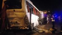 ZİNCİRLEME KAZA - Servis Midibüsü İki Tırın Arasında Kaldı Açıklaması 8 Yaralı