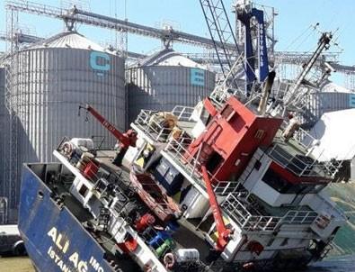Bandırma'da konteyner gemisi yan yattı