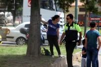 TAKSİ ŞOFÖRÜ - Çocuklarının Gözü Önünde Karısını Bıçakladı, Taksi Şoförünü Rehin Aldı