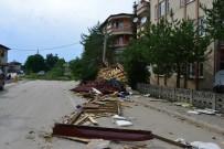 ŞİDDETLİ RÜZGAR - Erbaa'da Fırtına Çatıları Uçurdu