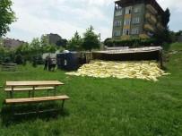 CEVHER DUDAYEV - Freni Boşalan Tır Parka Yuvarlandı