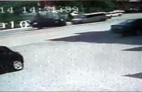 Takla Atarak Karşı Şerite Uçan Otomobilin Kaza Anı Güvenlik Kamerasına Yansıdı