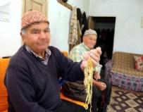 AFRODIT - Bu köyde 15 yaşına kadar kadın, sonrasında erkek gibi yaşıyorlar!